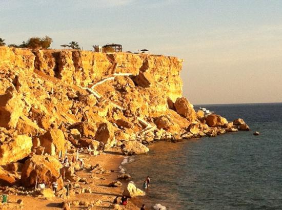 Falcon Hills Hotel: the secret beach near falcon hills