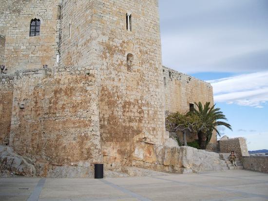 Castillo Templario Ponteficio: muros del castillo
