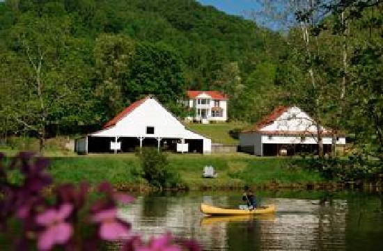 Fort Lewis Lodge: Riverside Manor House