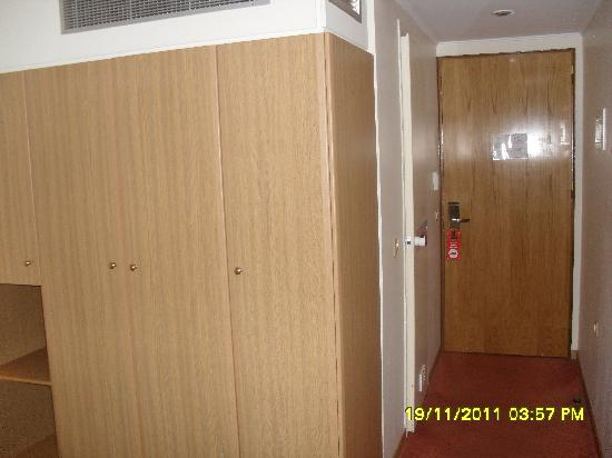 Ilissos Hotel: wardrobe