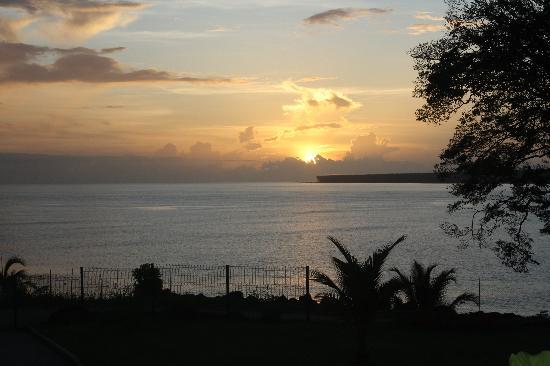 Hotel Balourou : vue du lodge, le soleil se lève