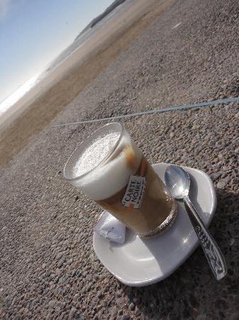 Dar Zayna: cafe pres de la mer proche