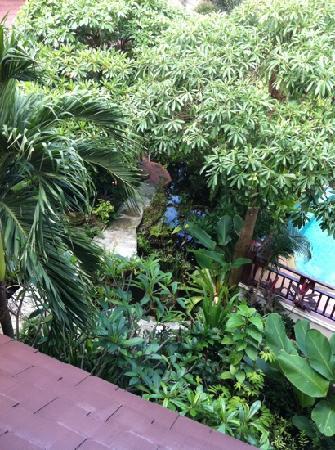 Kanok Buri Resort: gardens