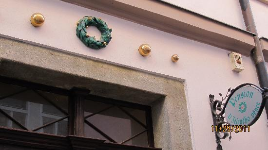 The Green Garland Pension: Entry to hotel