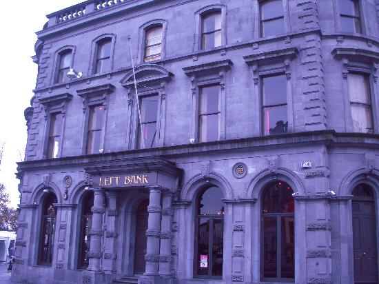 ‪‪Kilkenny Hibernian Hotel‬: Left Bank Bar across the street‬