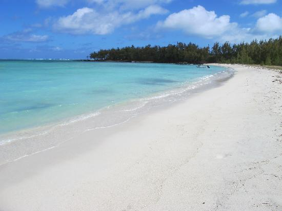 Four Seasons Resort Mauritius at Anahita: Ile aux cerfs on a 'busy' Sunday afternoon