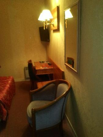 Inter-Hotel Le Sully : room 2
