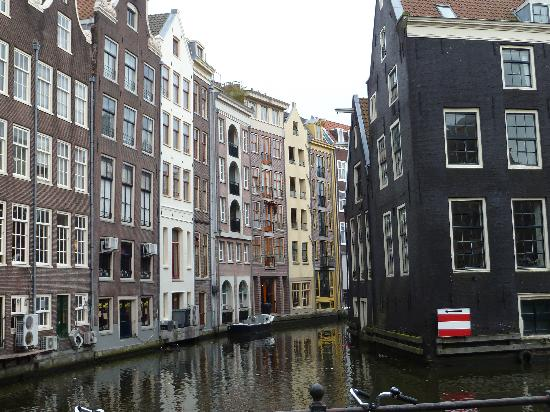 Museum Ons'Lieve Heer Op Solder: View of the canal and Neighboring Houses
