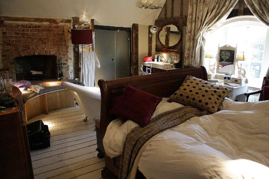 Wellington at Welwyn: Room 3 with that lovely bed