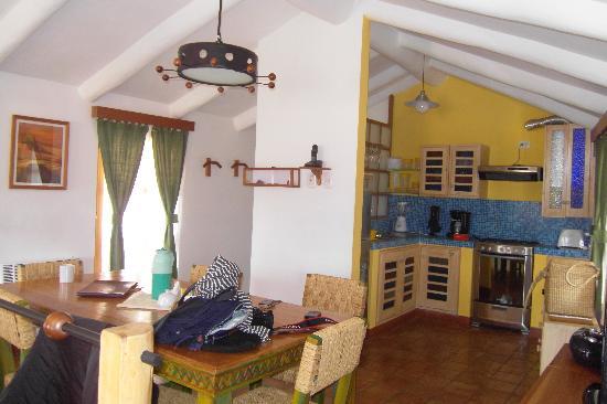 Quinua Villa Boutique: Dining / Kitchen Area