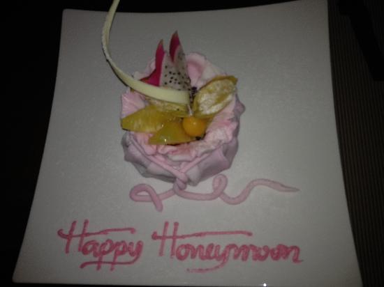 Siripanna Villa Resort & Spa: Celebratory Cake (it was our anniversary, not honeymoon, but it was delish)