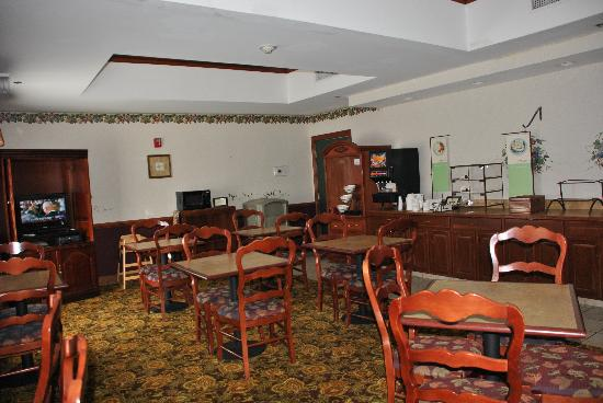 Country Inn & Suites By Carlson, Beaufort West : Our nice breakfast room will be expanded in 2012 with dedicated meeting space!!