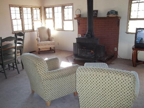 Inn Der Bach Resort: fireplace in livingroom
