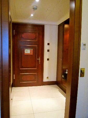 Excelsior Hotel Ernst: Junior suite - entrance
