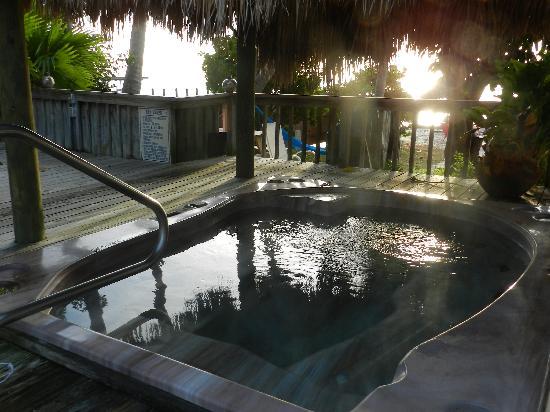 Sands of Islamorada Hotel: hot tub