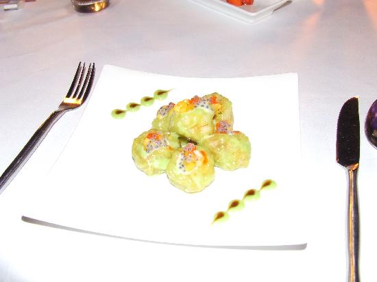 Breeze Restaurant: wasabi prawns-fantastic, but better tto share with partner bcos taste becomes to much after a fe