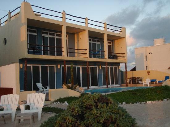 Casa Luna Turquesa: Back of house at sunrise