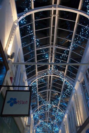 Royal Arcade: Nice lights at night