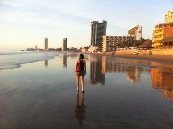 Royal Villas Resort: going for a walk along the beach