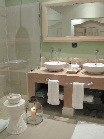 Sugar Hotel & Spa: Lovely bathroom