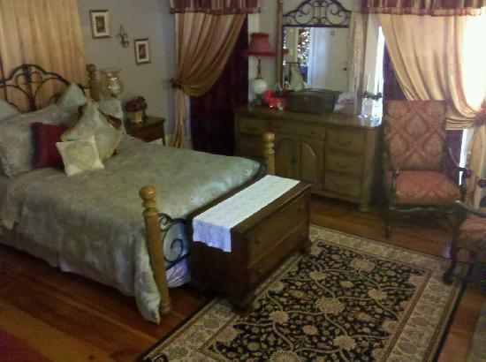 The Steamboat Inn Bed & Breakfast: Our Bedroom
