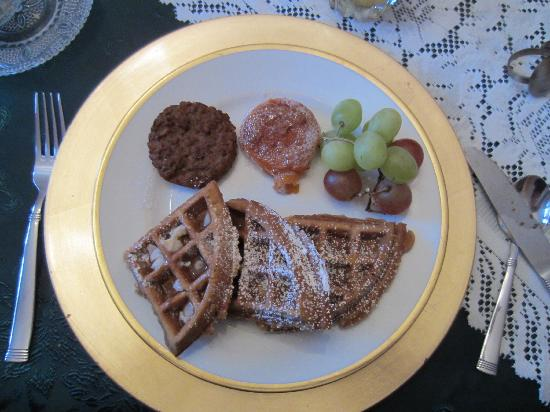 Barrister's Bed & Breakfast: pumpkin waffles, grapes, roasted sweet potato with cinnamon!