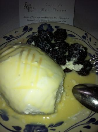 Restaurante Antiguo San Angel Inn: Isla Flotante con Zarzamoras