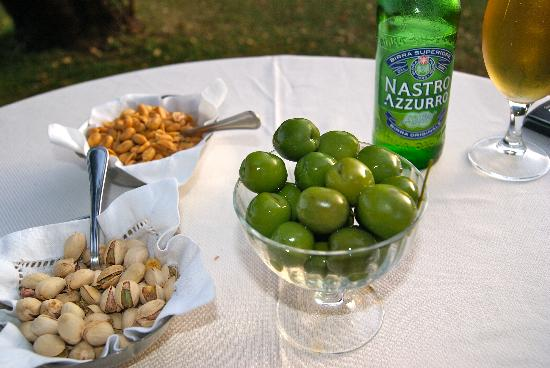 Drinks and snacks in the garden - Picture of Villa Cimbrone Hotel ...