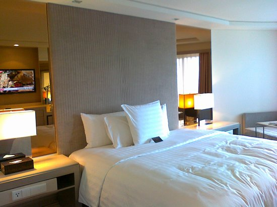 Midas Hotel and Casino: The bed