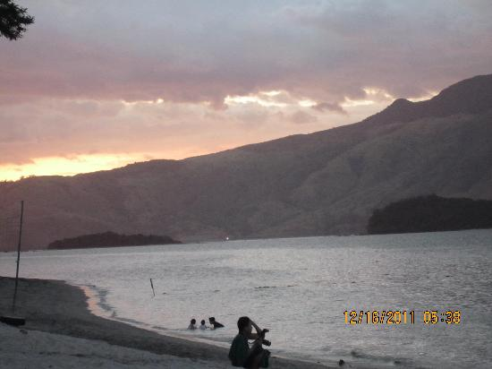 Camayan Beach Resort and Hotel: sunset at Camayan beach resort