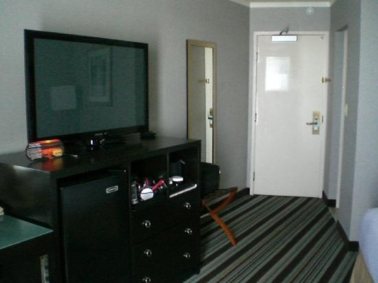 Holiday Inn Long Beach Airport Hotel: Door entrance