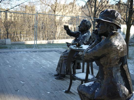 Ottawa Walking Tours : The Five Women monument