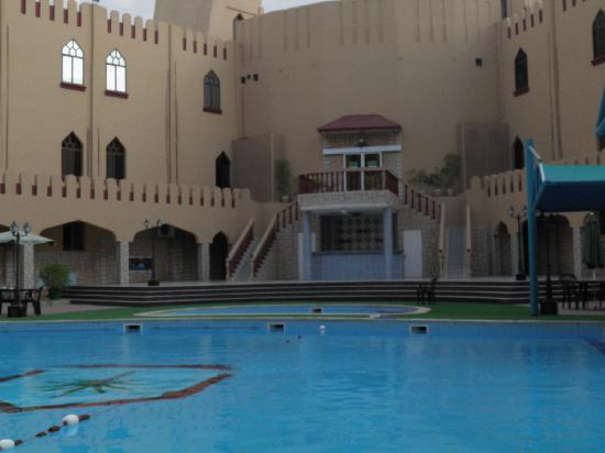Majan Continental Hotel: POOL AREA