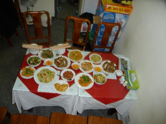 Little Hanoi Hostel 2 : The home cooked meal Chin provided one night