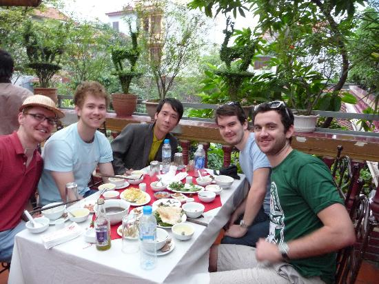 Little Hanoi Hostel 2 : Eating Snake thanks to Little Hanoi 2