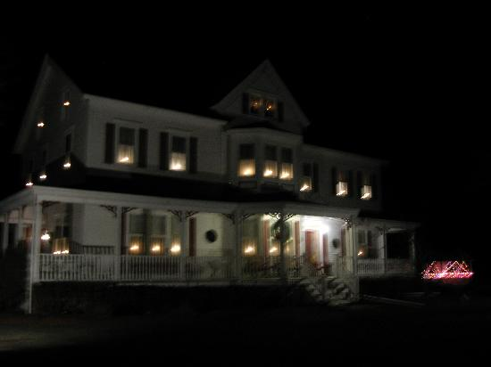 The Dominion House: Very enchanting with the lights in the windows