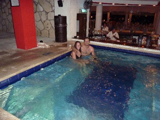 El Cid La Ceiba Beach Hotel Swim Up Hot Tub Bar At