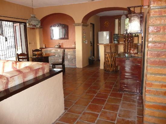 Villas Loma Linda: Our dining room and kitchen