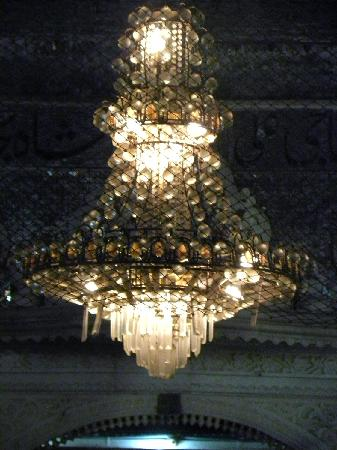 Haji Ali Mosque : Langing lamp inside the mosque