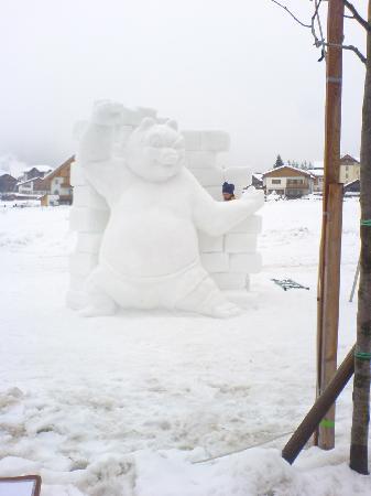 Residence Garni Rautal: Schneeskulptur