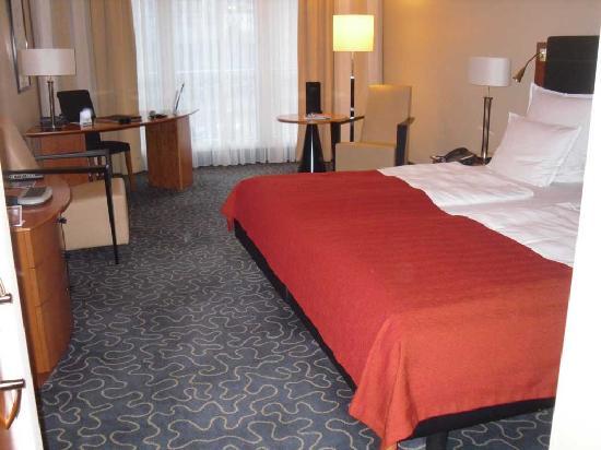 Steigenberger Hotel Hamburg: stanza