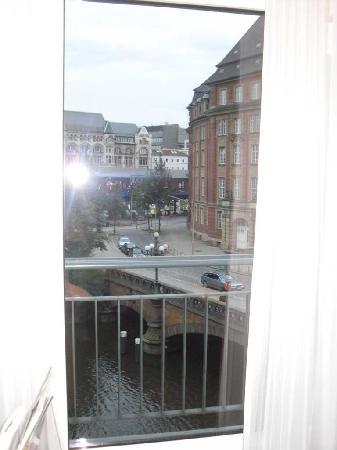 Steigenberger Hotel Hamburg: vista dalla camera