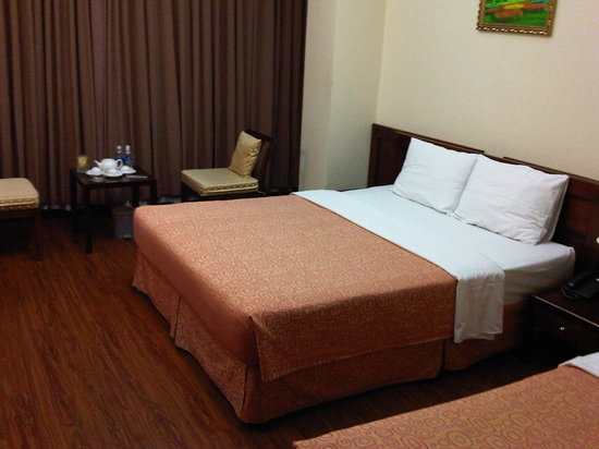 Ngan Ha Hotel: the double bed