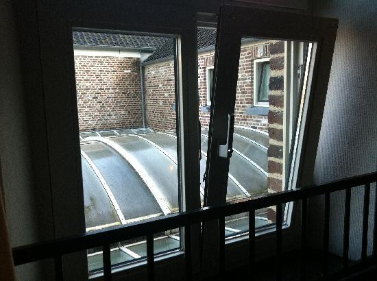 Herberg Brasserie de Bongerd: uitzicht op de muur en patio