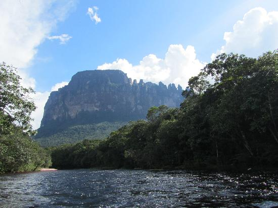 Mt. Auyantepui : You travel for 4 hours and it just keeps getting bigger