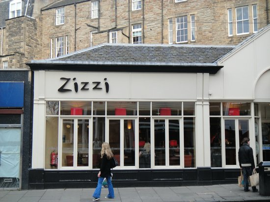Zizzi - Edinburgh Queensferry Street: very crowded near princess street