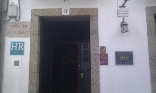 Entrada hotel Entrecercas