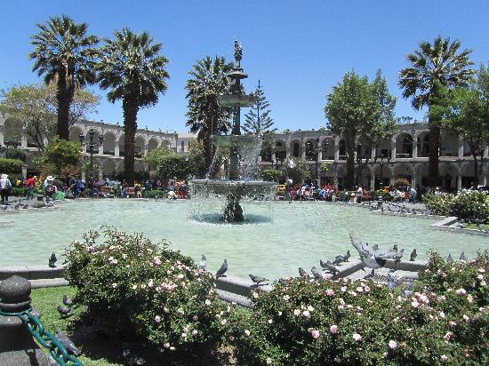 Plaza de Armas: The fountain and plaza