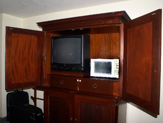 Motel 6 Cutler Bay: television, micro and fridge in under part