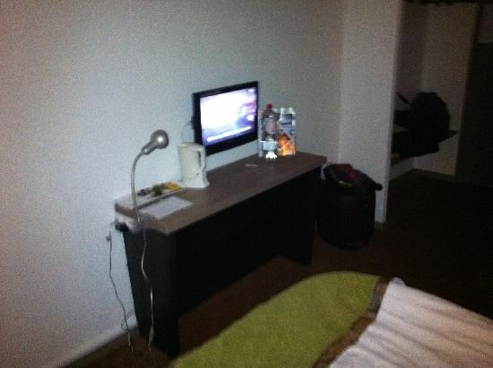 Hotel balladins Reims La Neuvillette: TV chambre